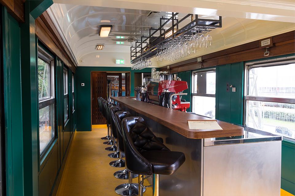 Eetbar De Wagon - bar zitplaatsen