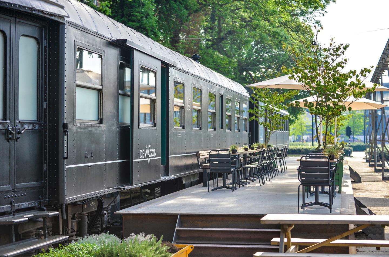 Eetbar De Wagon - reserveren - treinstel en terras